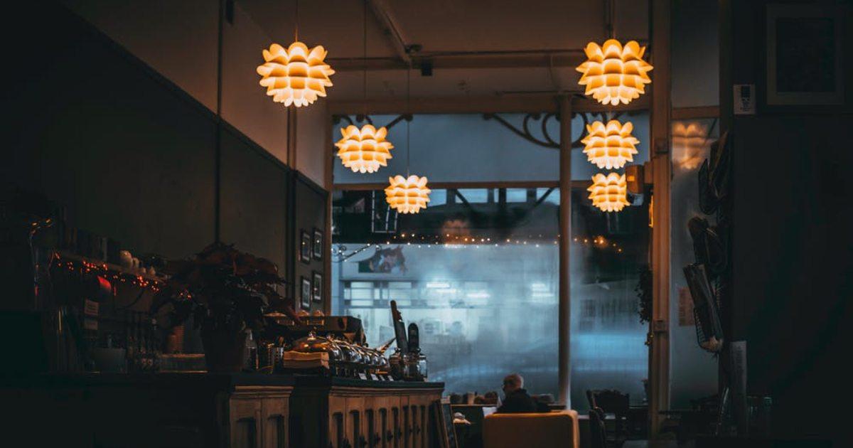 romantiskas vakariņas restorānā