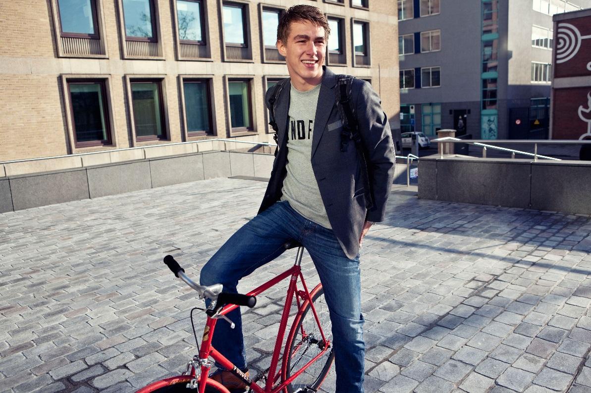 H:\StudentJob International\ONLINE MARKETING\Pictures\YoungCapital pictures\SW Coen op de fiets.jpg