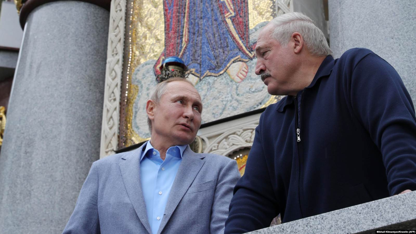 Президент России Владимир Путин (слева) и президент Беларуси Александр Лукашенко (справа) на Валааме 17 июля 2019 года. Фото: AFP