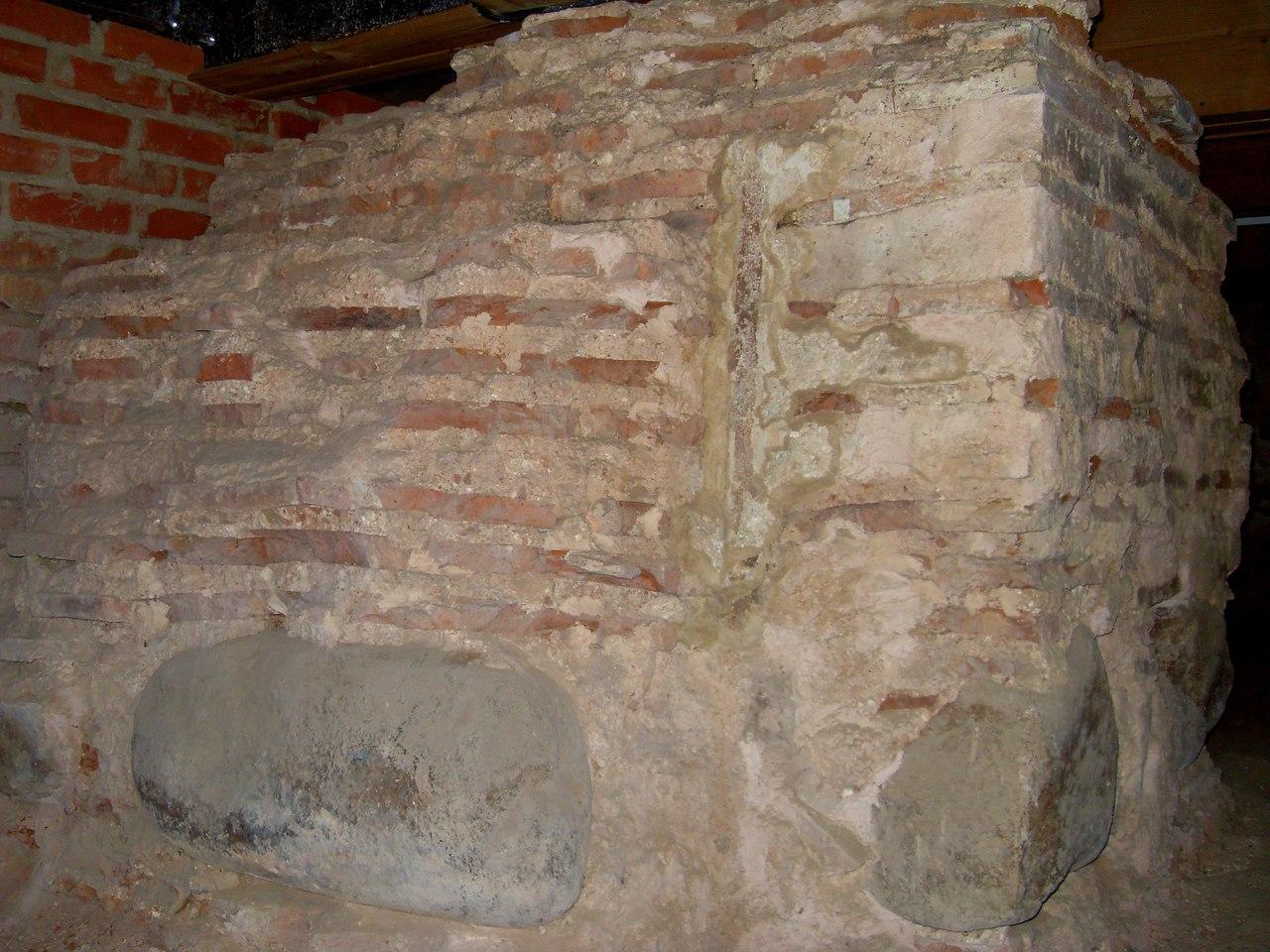 Фрагмент древней колонны. Софийский собор