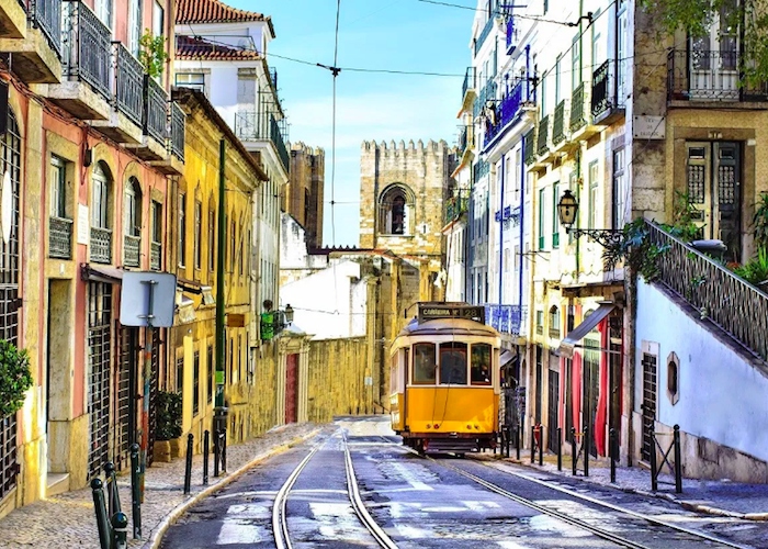 Driving to Lisbon to see Torre de Belém, Tram 28,