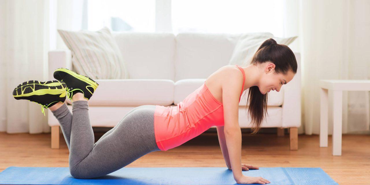 A flexão de braços é ótimo um exercício para trabalhar a força. (Fonte: Energia do Corpo / Reprodução)