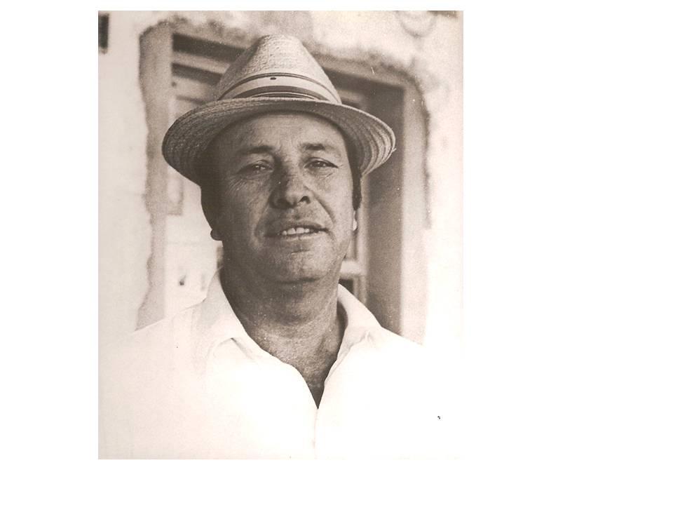 Imagen que contiene hombre, persona, foto, sombrero  Descripción generada automáticamente