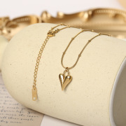 European and American Ins Style Retro Titanium Steel Necklace Three-Dimensional Small Peach Heart Snake Bone Clavicle Chain Jewelry Supply Wholesale Custom