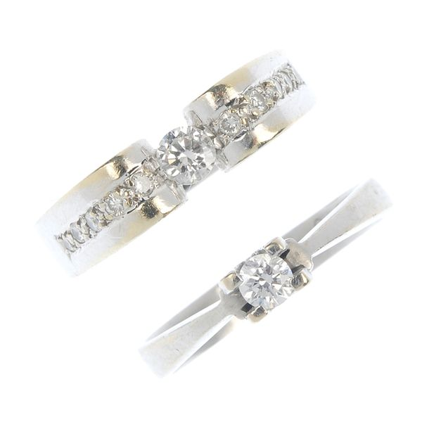 600px-Two_diamond_rings._Fellows-1435-731-1.jpg