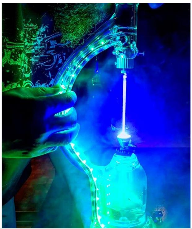 Лазерный бонг - концептуально и красиво