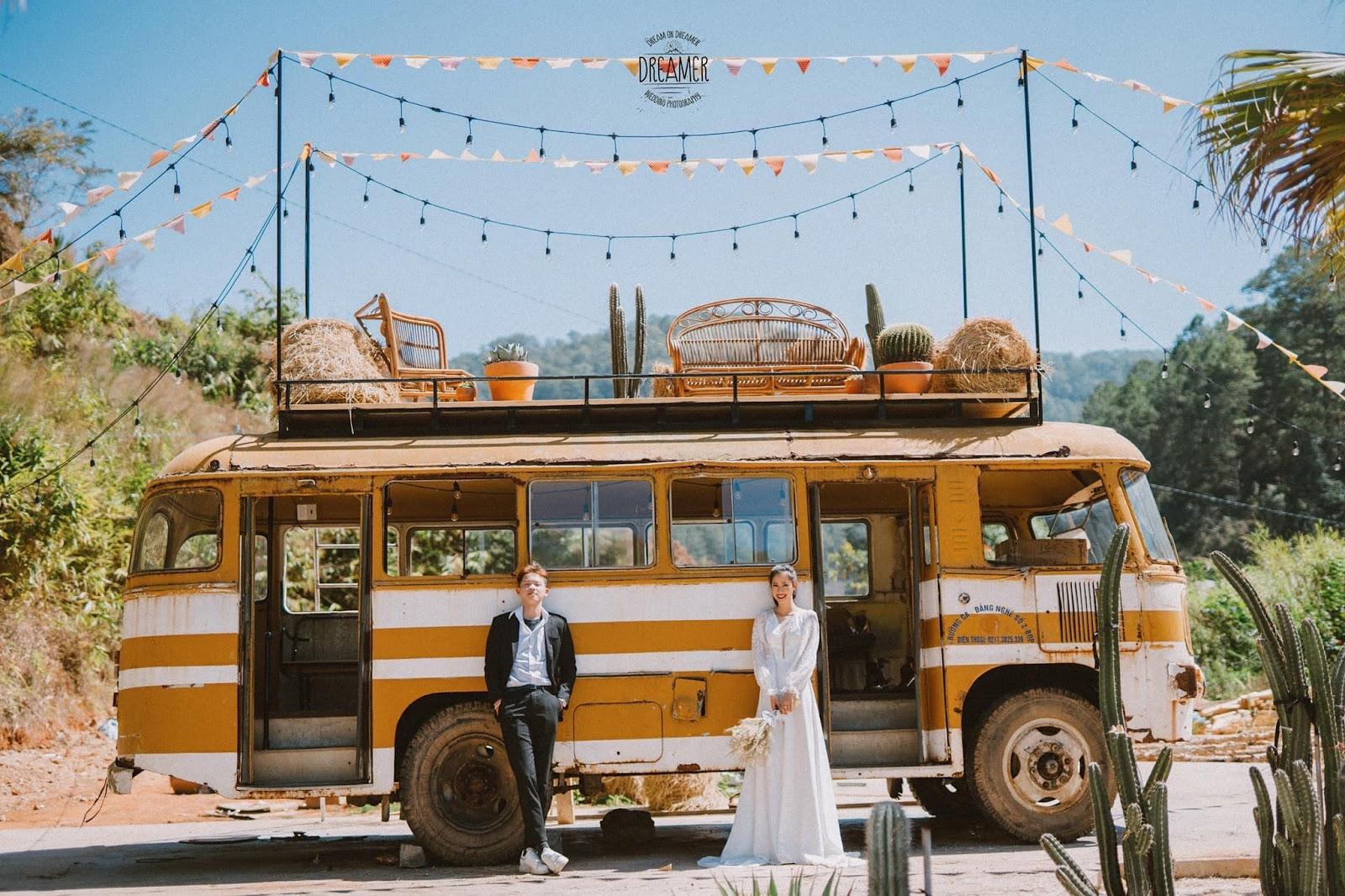 Chụp ảnh cưới tại vườn xương rồng