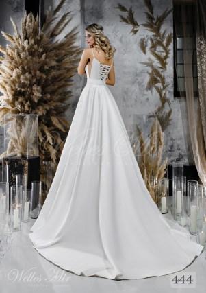 Длинный подол свадебного платья