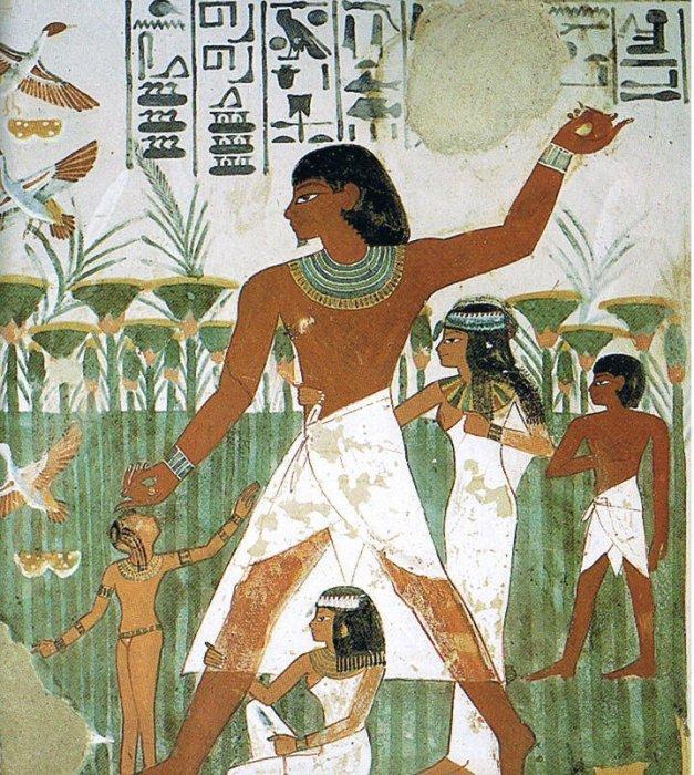 O túmulo de Nakht, de 1500 aC, contém um hieróglifo de tilápia logo acima da cabeça da figura central.