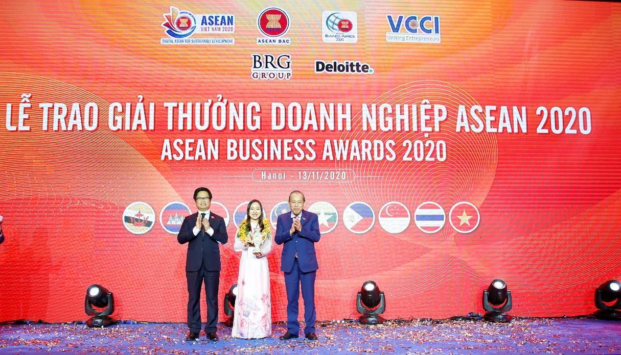 C:\Users\khanh.nh\Desktop\ABAC\ABA 2020\Out TCBC\Ms Lê Thu Thủy - Tổng giám đốc Ngân hàng SeABank nhận giải thưởng Nữ doanh nhân ASEAN tiêu biểu.JPG