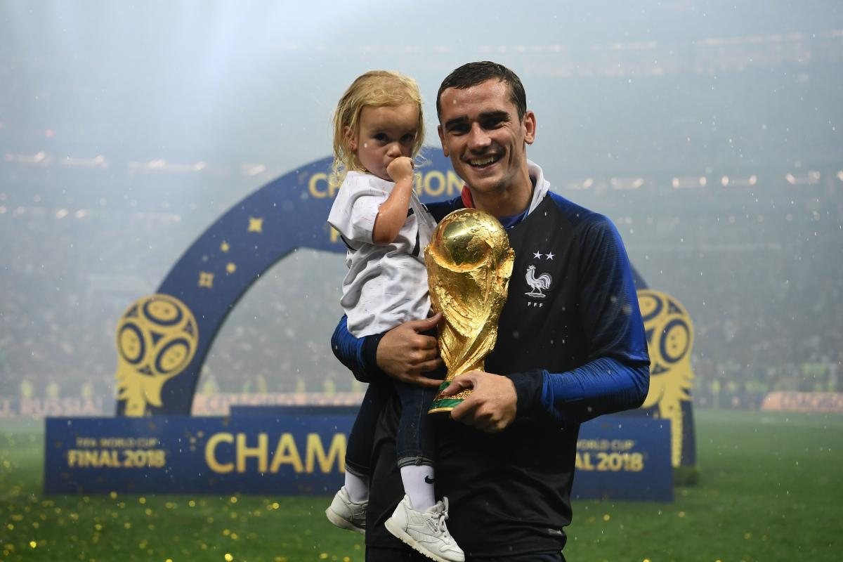 Antoine Griezmann with daughter at the world cup