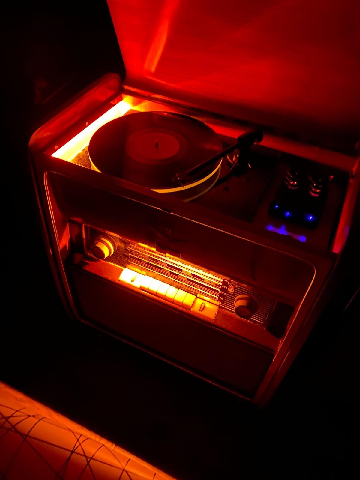 Vintage 1960 Grundig Stereo Turntable