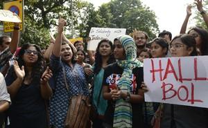 যাদভপুর বিশ্ববিদ্যালয়ের প্রতিবাদী শিক্ষার্থীর একাংশ। ছবি: আইএএনএস।