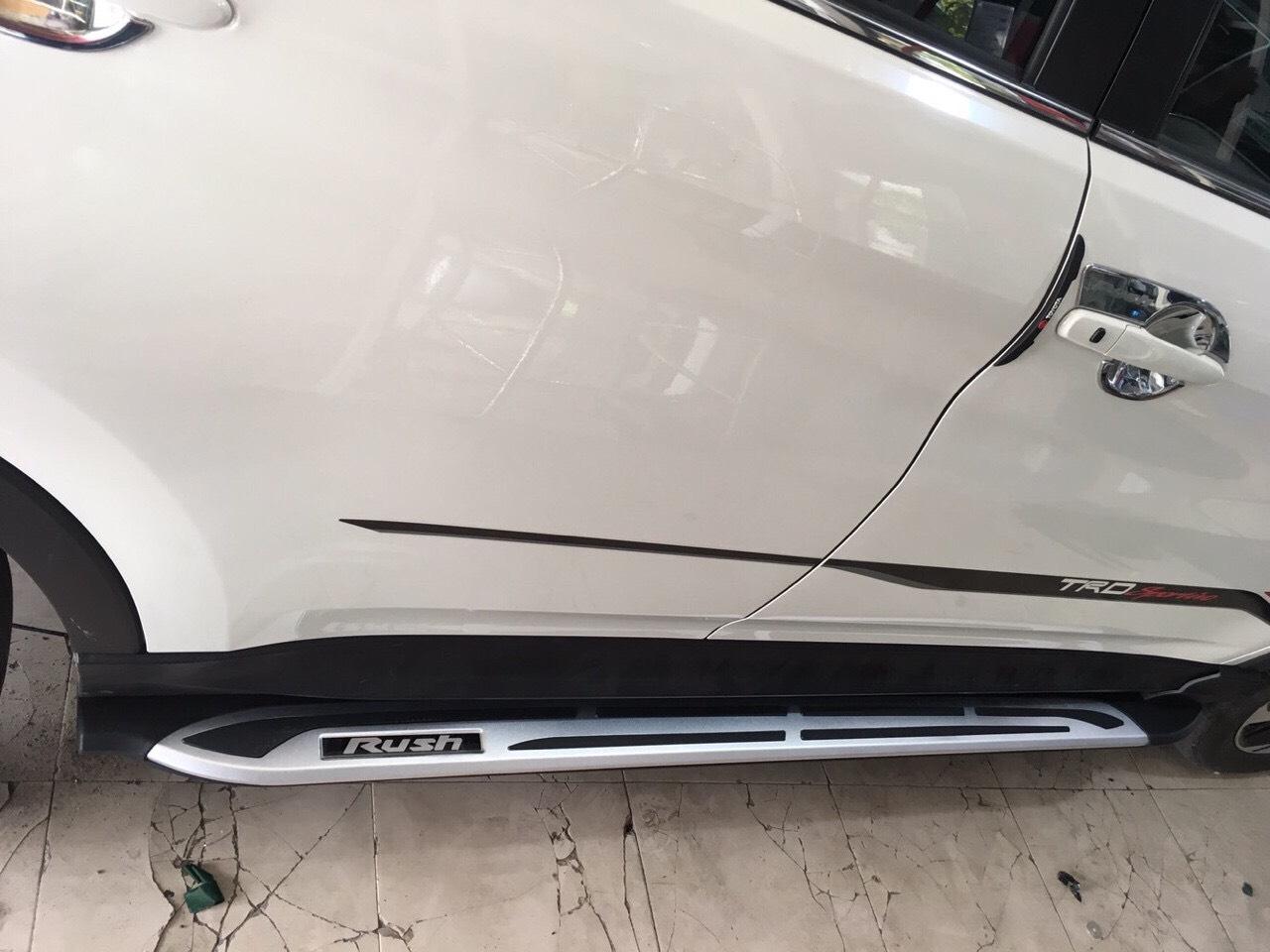Bệ bước xe oto Toyota