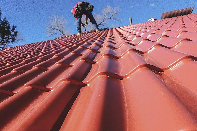 Kiểm tra và vệ sinh mái trước khi hoàn tất