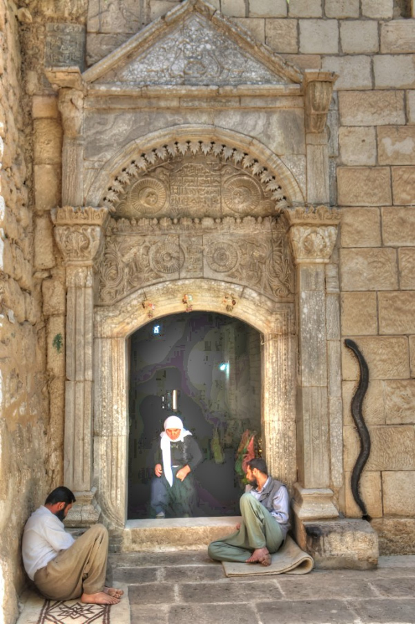 Temple entry at Lalish_w600.jpg