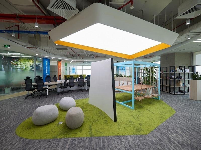 Thiết kế thi công nội thất văn phòng nên được cân bằng giữa không gian làm việc và sảnh