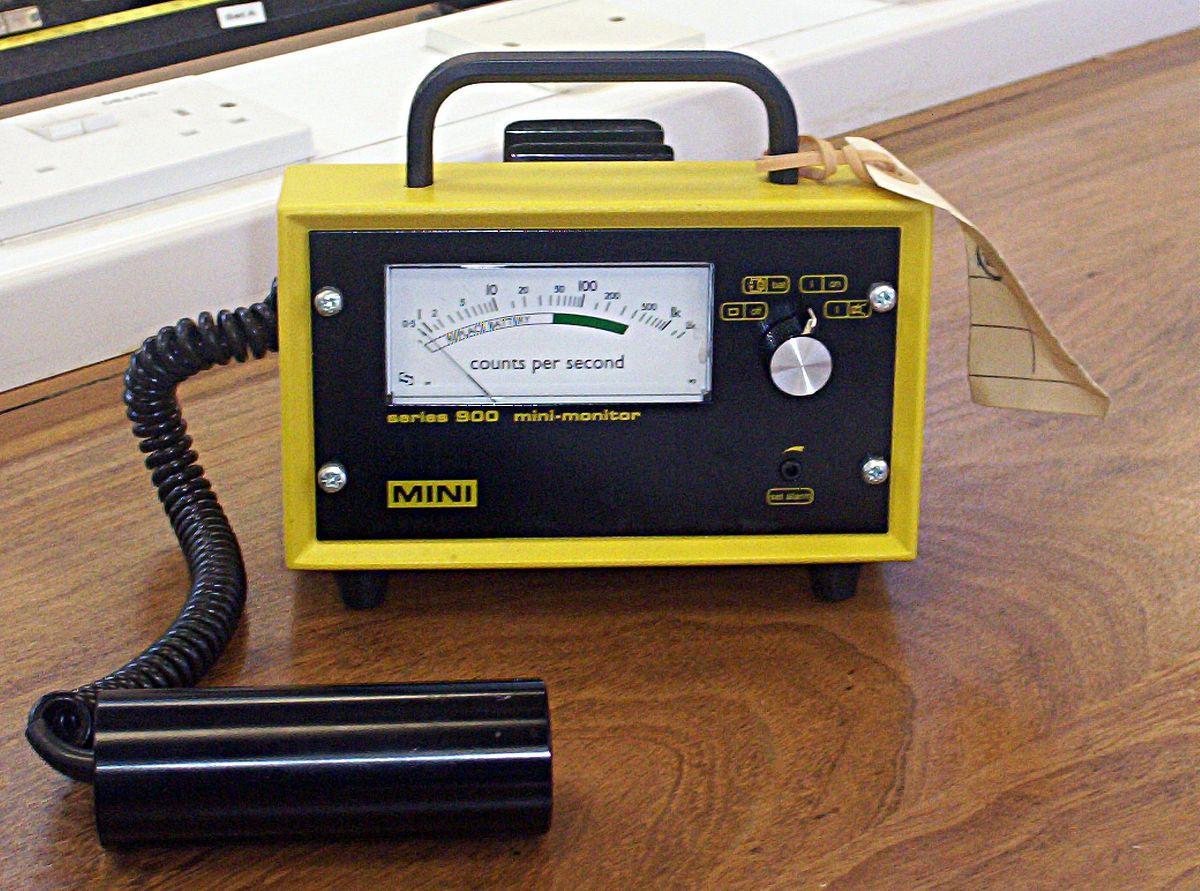 1200px-Geiger_counter.jpg