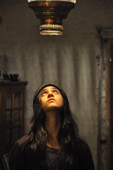 jeune fille dans la lumière