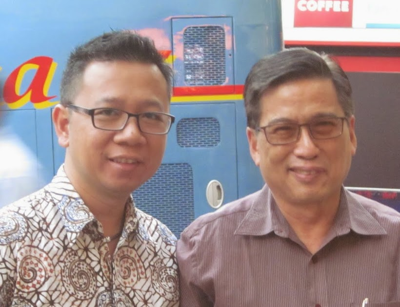 At FEBC Indonesia, Jimri (l.) will become the next director following Pak Samuel's (r.) retirement in 2016