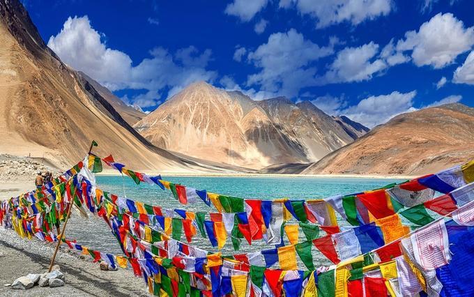 Ladakh places to visit iyaatra holidays