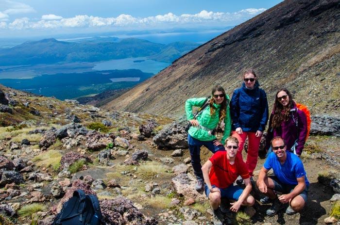 Druhá polovina treku Tongariro Alpine Crossing.