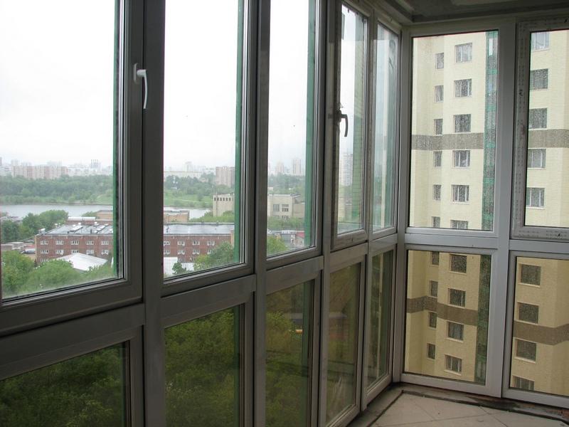 остекление_балкона_от_пола_до_потолка.jpg