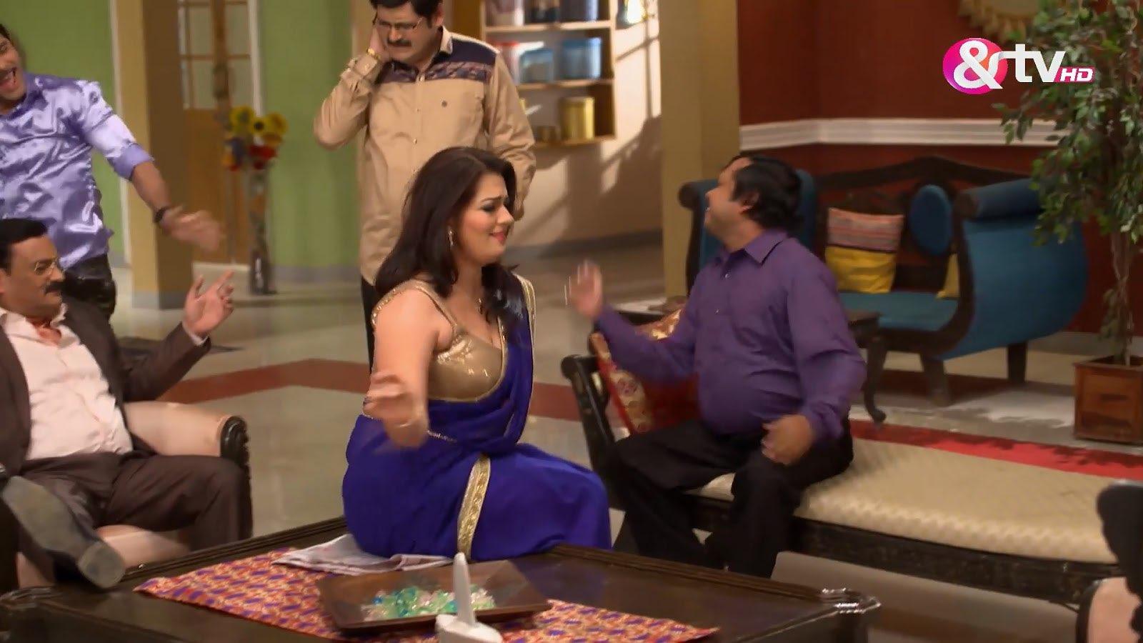 Tv Actress Falguni Rajani Hot Sexy Deep Navel in transparent Sleeveless Saree Navel Queens