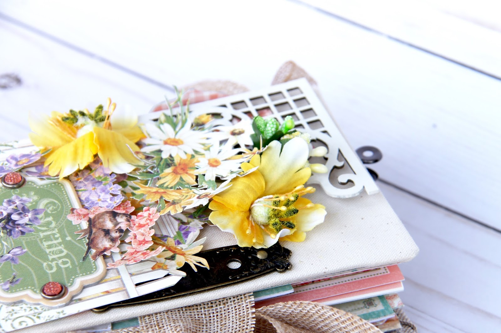 Four seasons Spring Album by Marina Blaukitchen Product by Graphic 45 photo 5.jpg