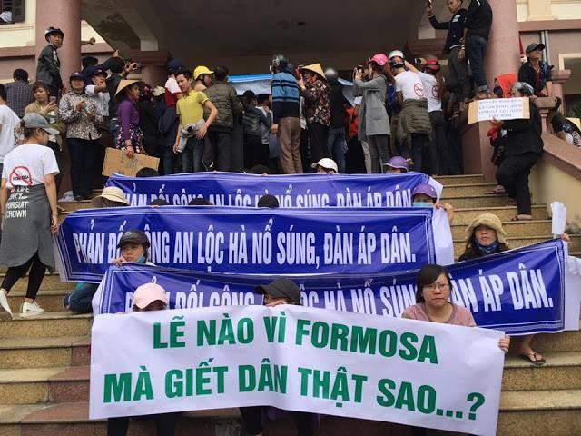 Nhân dân tiến hành biểu tình tại trụ sở UBND Lộc Hà