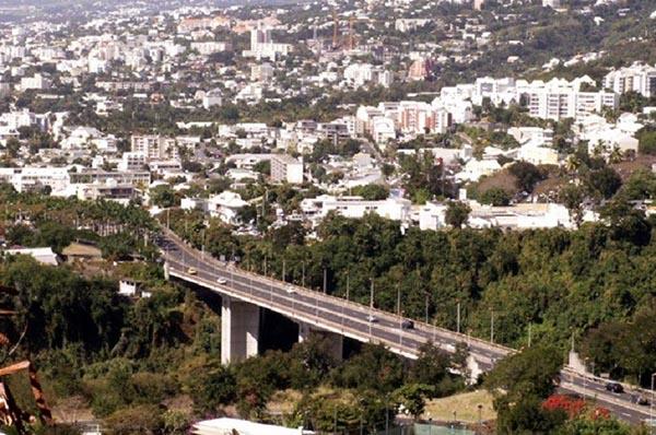 Chính quyền sở tại đảo Reunion xây một cây cầu nhỏ mang tên vua Duy Tân