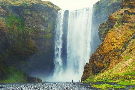 A képen természet, hegy, szikla, vízesés látható  Automatikusan generált leírás