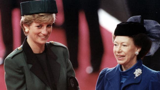 Không phải bà Camilla, đây mới chính là thành viên Hoàng gia chán ghét Công nương Diana ra mặt, đến dự lễ tang cháu dâu cũng không thèm cúi đầu - Ảnh 2.