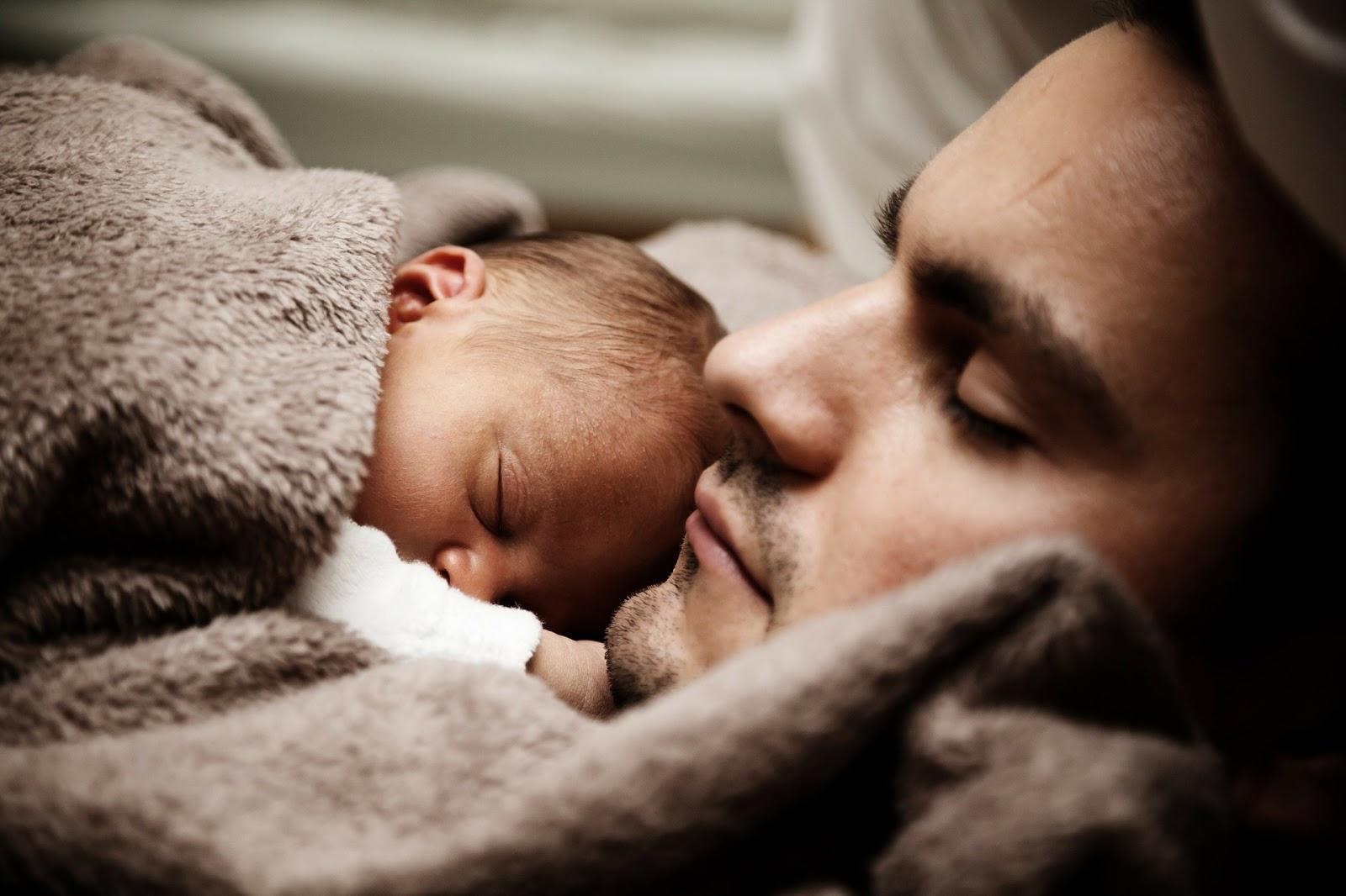Durmiendo padre y bebe.jpg