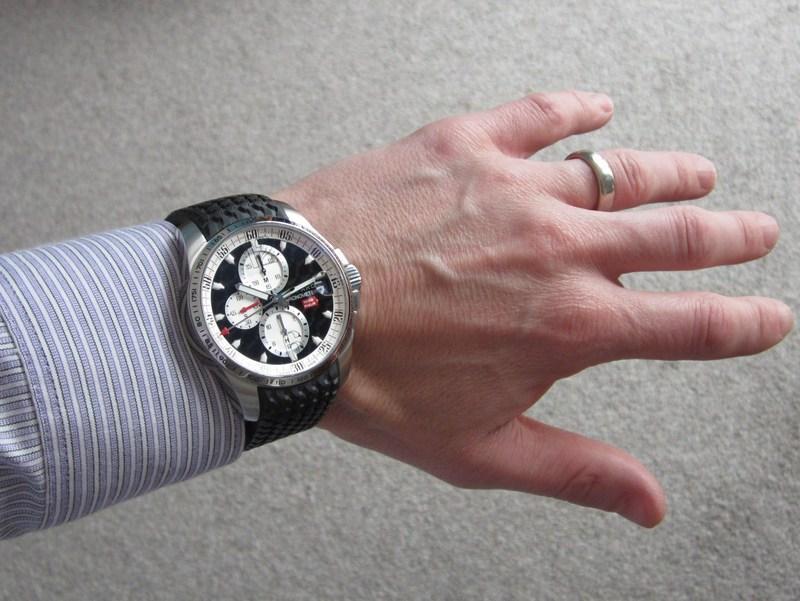 http://img685.imageshack.us/img685/4974/wristshirt.jpg