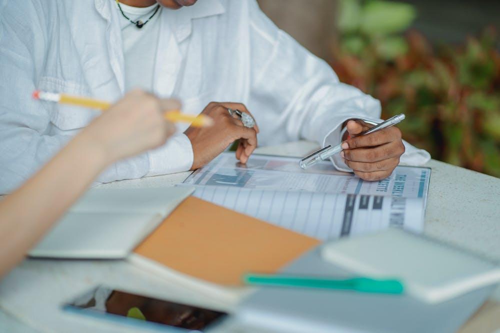 ghi chú và khắc phục các lỗi sai khi học phát âm tiếng anh  | ELSA Speak