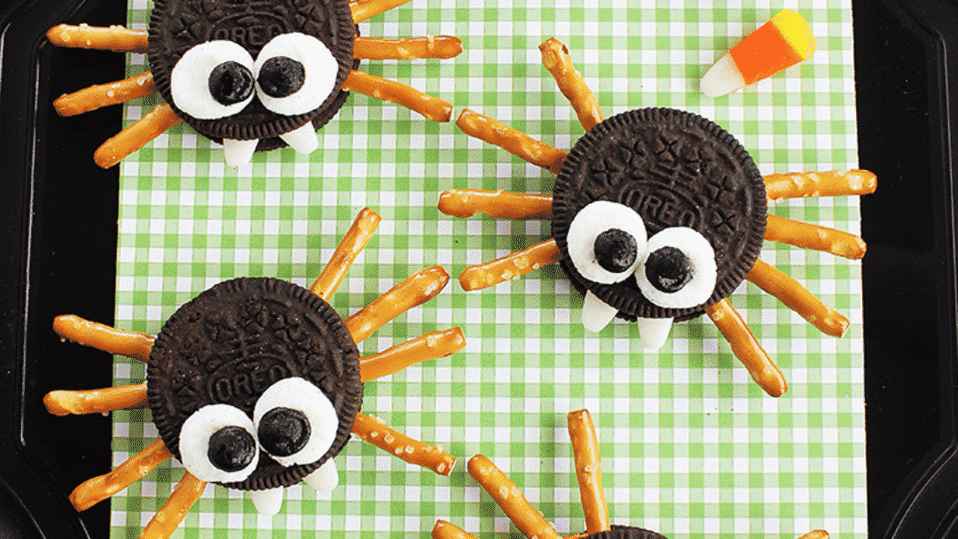 family Halloween activities to start in 2020 - oreo spiders