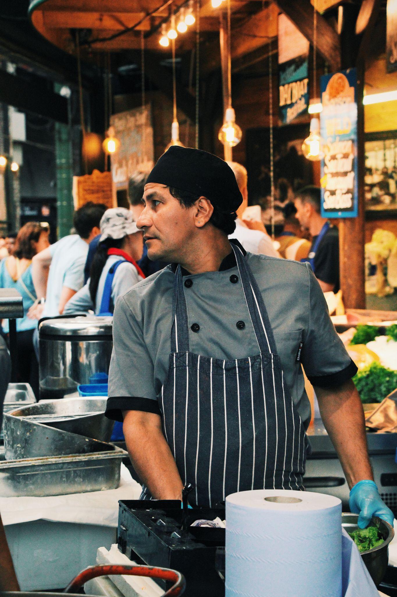 Londra, lavoratore del Borough market