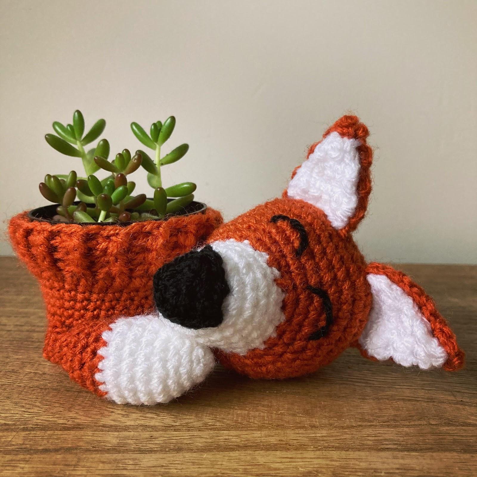 crochet Christmas gift idea - Sleepy Fox plant pot cover