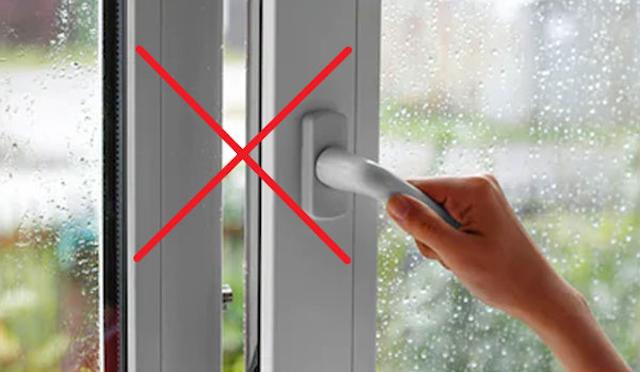 Bạn nên tắt máy phun sương ngay khi cửa kính phủ lớp sương mù