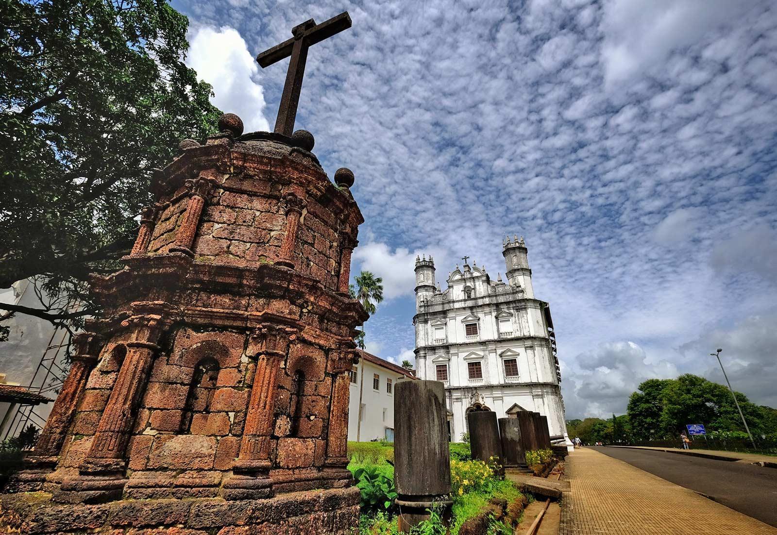C:\Users\user\Desktop\Destination pictures\Goa\Old-Goa-Church-Goa India Iyaatra 6.jpg