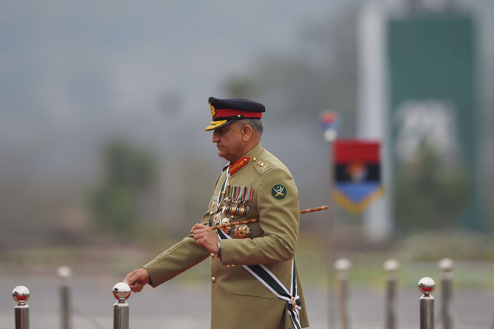 Pakistan Army Chief Says It's Time to 'Bury the Past' With India - Bloomberg