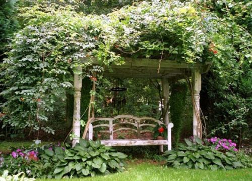 http://www.decoracaoeprojetos.com.br/wp-content/uploads/2013/05/Decora%C3%A7%C3%A3o-de-Jardins-com-Caramanch%C3%A3o-16.jpg