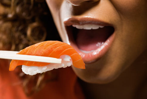 xwoman-eating-sushi.jpg.pagespeed.ic.QIJiTp-IOF.jpg