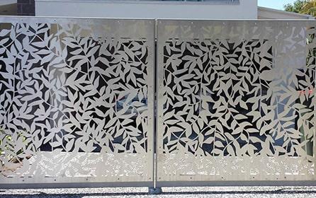 Декоративные металлические ворота