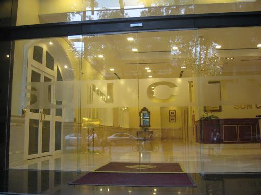 Cửa tự động rất hay sử dụng cho các nhà hàng khách sạn