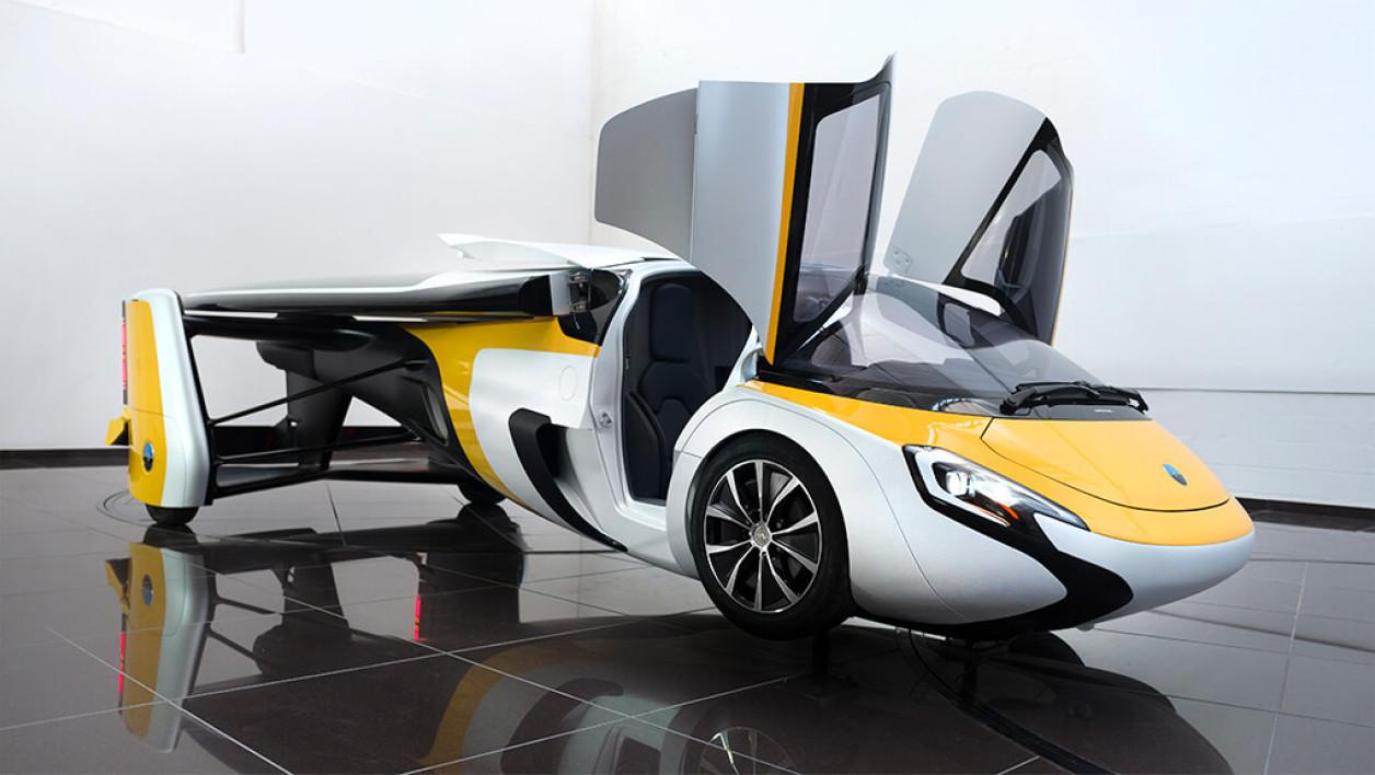Ce véhicule créé par Aeromobil, une société slovaque, permet de se faufiler sur la route et de s'envoler comme un avion.
