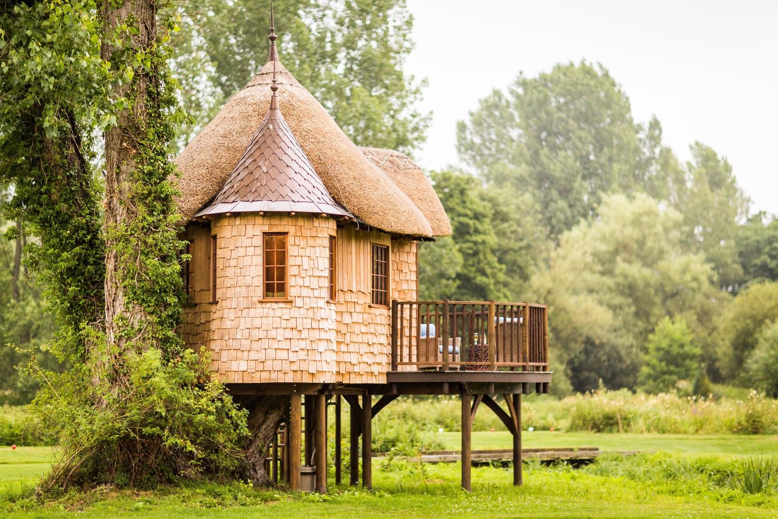 short castle treehouse