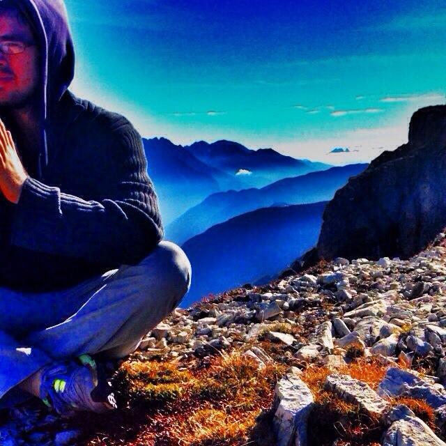 Yoga Dolomites.jpg