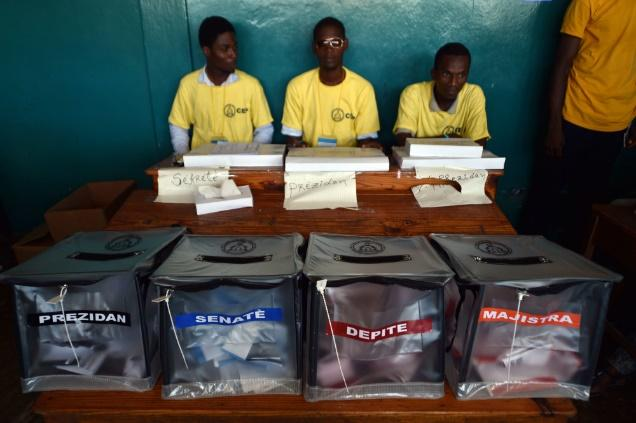 http://www.ticotimes.net/wp-content/uploads/2015/10/151025HaitiElections02-1000x666.jpg